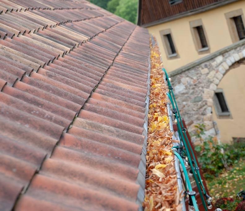 6 Serious Problems That Result from Not Cleaning Gutters